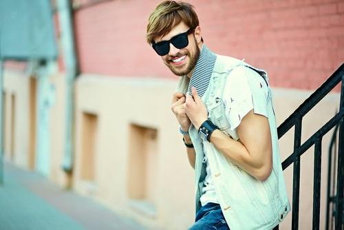 夏の男性のファッション