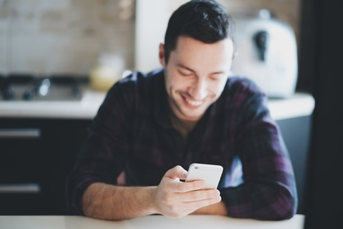 30人に聞いて判明!婚活サイトで好印象なメッセージ5つの特徴 - まりおねっと