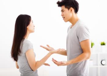 喧嘩、ケンカするカップル