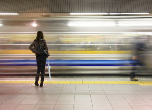 駅の電車・通勤